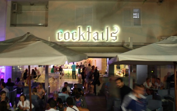 Cocktails im News Cafe Novalja