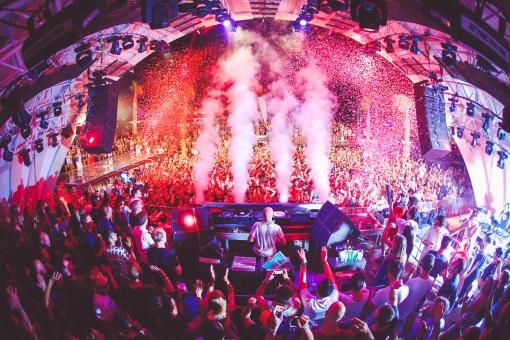Top Event bei Nacht in Novalja