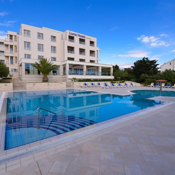 Hotel Luna - Pool für Zrce Urlauber