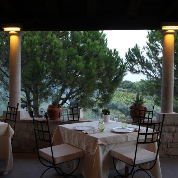 zrce vida mediterraner Abend im Weingut Boskinac Location mit Blick auf Weinberge