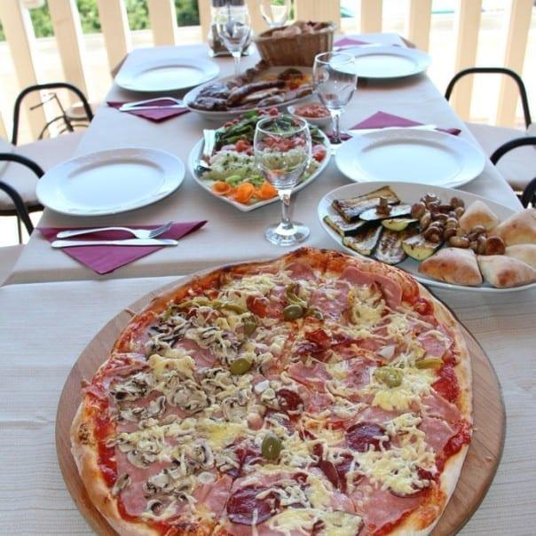 Mac Adam's Apartment Restaurant Pizza