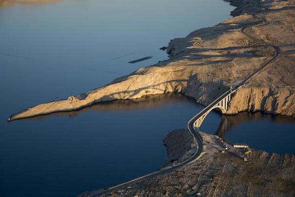 Brücke Insel Pag aus der Luft